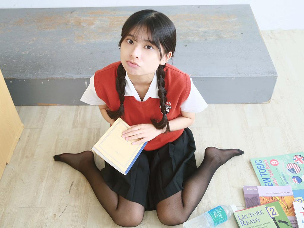 名門私立靜修中学に通う天然才女