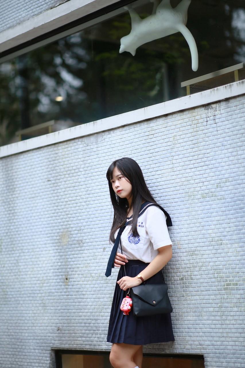 天使の治平高中制服美少女
