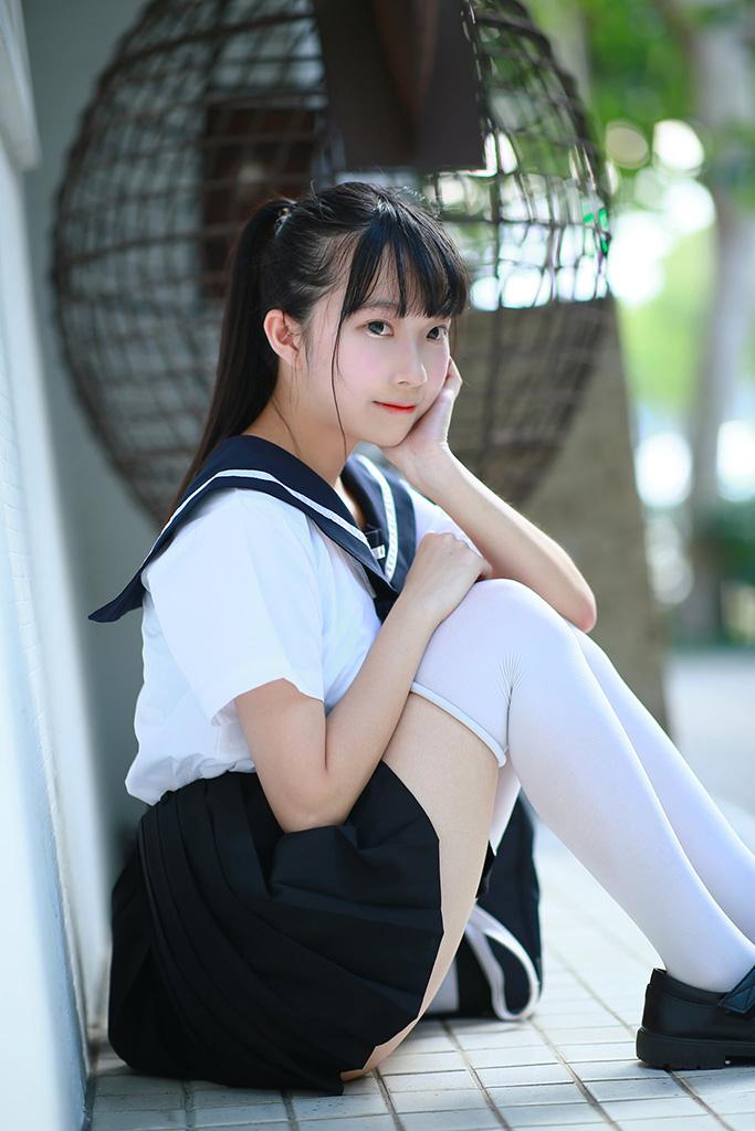 治平高中の制服美少女