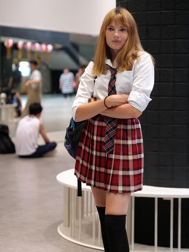 台北捷運地下街的制服女孩
