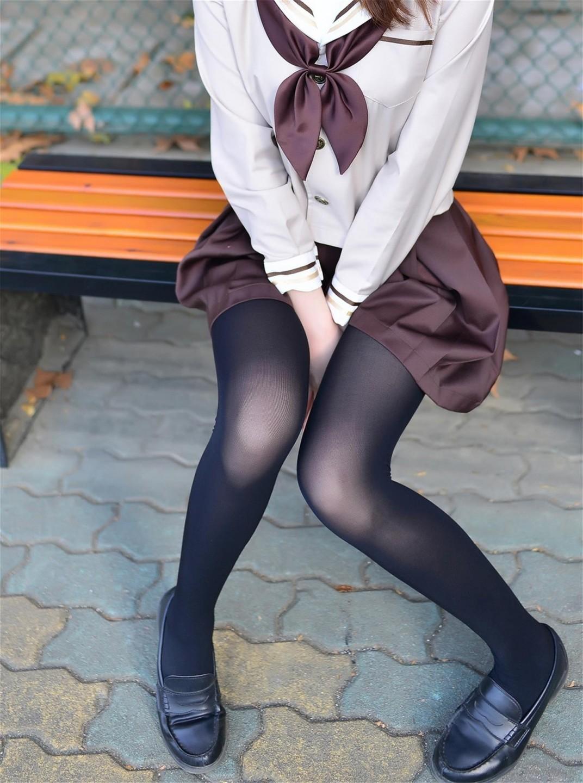 黑絲褐色水手服