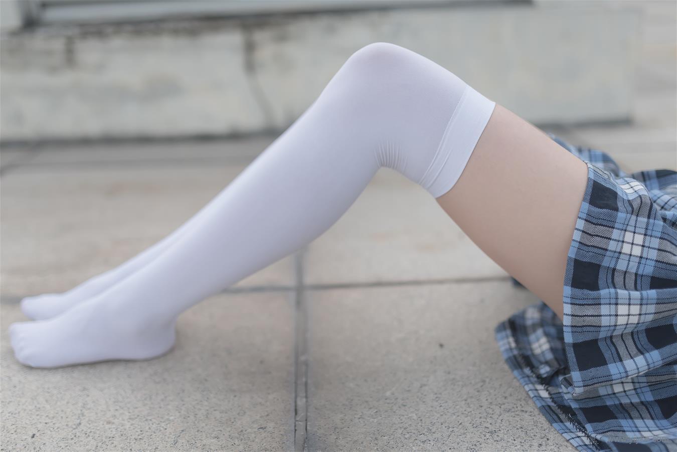 格子裙白色膝上襪