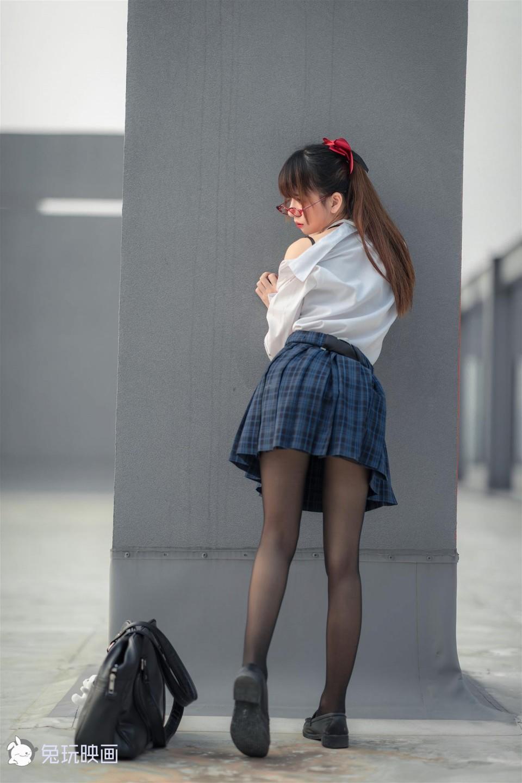 黑絲水手服少女