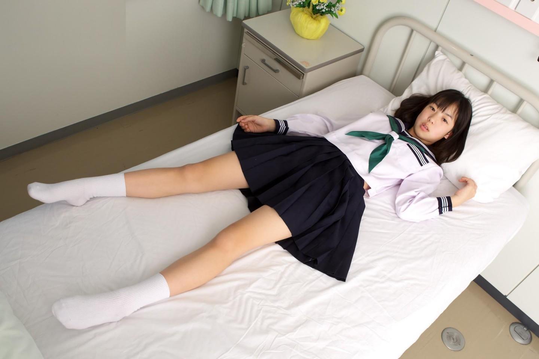 保健室裡的水手服
