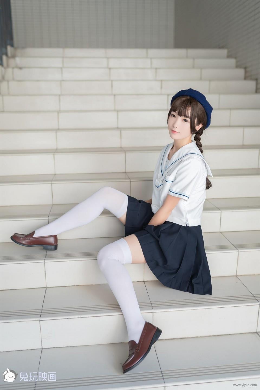 樓梯上的白絲少女
