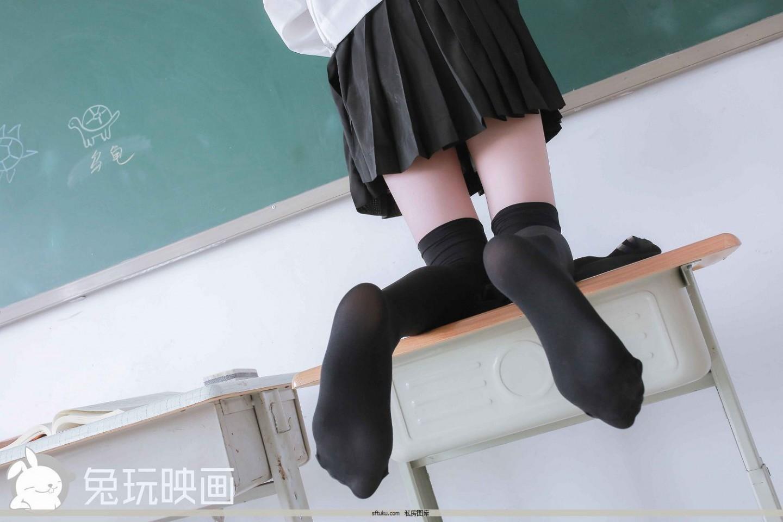 雙馬尾黑膝上襪